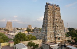 1024px-India_-_Madurai_temple_-_0781